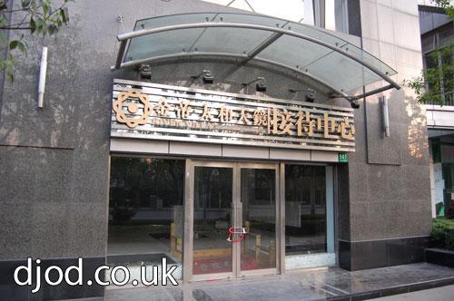 02-closed-down-shanghai-shop